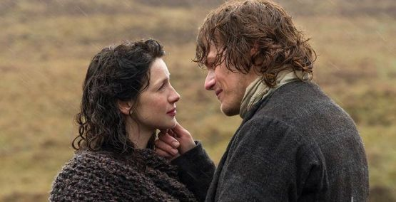 Caitriona Balfe and Sam Hueghan in Outlander
