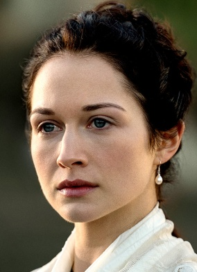 Hanna James as Lady Geneva Dunsany